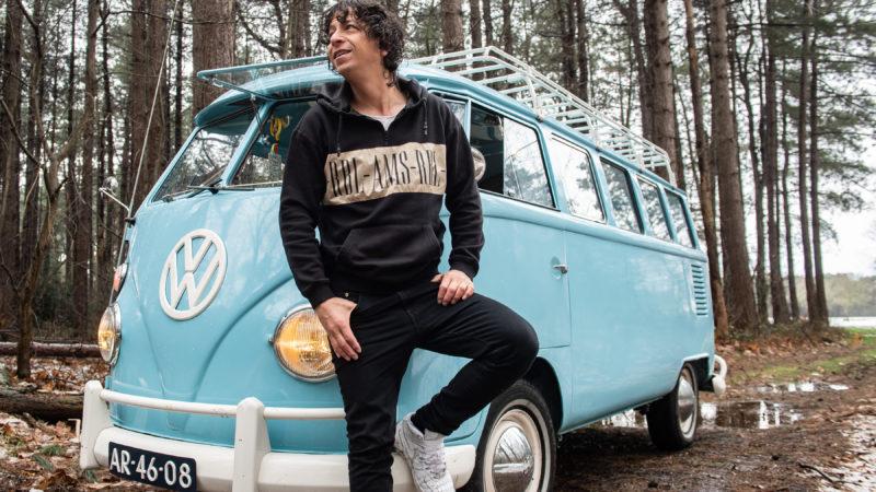 Hippiebusje van zanger Vinzzent rijdt straks elektrisch