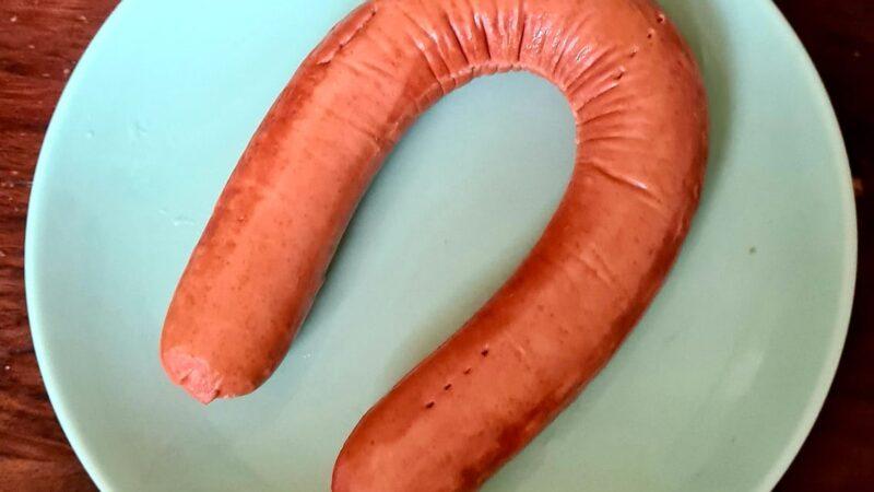 Is het (r)ookworst? Wij testen de vegetarische rookworst van Hema