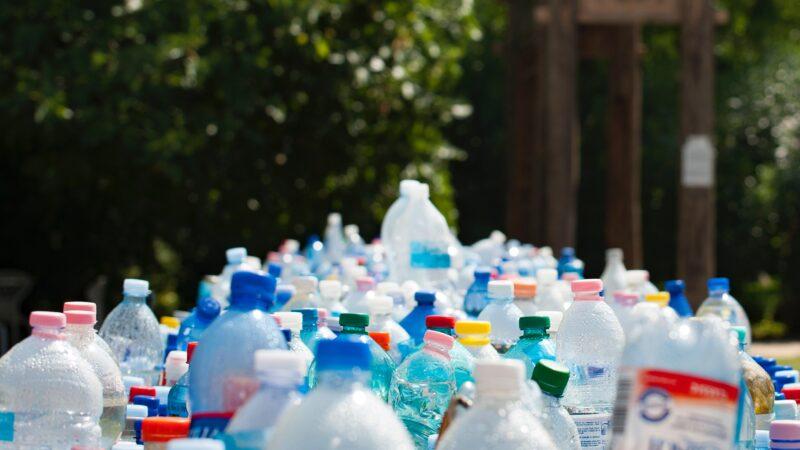 Zo (on)duurzaam is plastic en dit gebeurt er met je afval